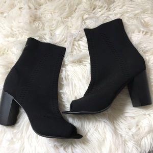 NWOT Mossimo Black stretch wedges.